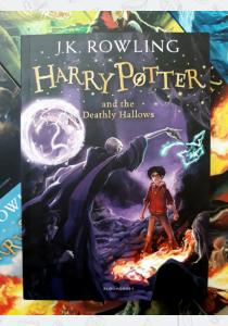 Книга Harry Potter and the Deathly Hallows